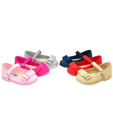 Zapatos de niña con lazo